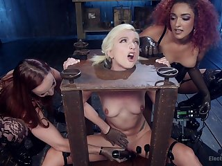 Brave Daisy Ducati wants to try all sex machines and BDSM lesbian games