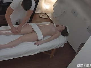 Masseur Satisfies His Customer - Amateur Sex