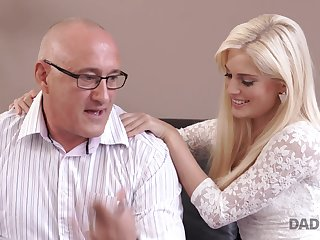 Much older dude gets a nice blowjob from a sexy blonde babe Candee Licious