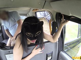 Big booty brunette hard fucks on the back seat of her ride
