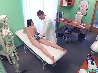 Doctor seduces young patient in fucking her and jizzing her