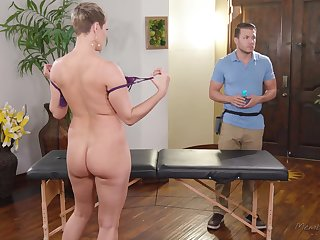 Big titty MILF Ryan Keely wants to drain her masseur's balls