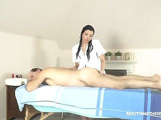 Exclusive massage with the masseuse providing happy end