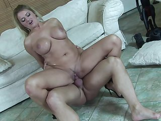 Cougar mom rides the soul out of this penis