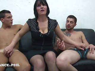 MMF Greedy mature mommy with big titties doing handjob Amateur threesome