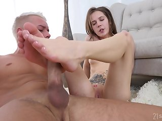 Stasia Si's sexy feet covered in cum after a brilliant boning