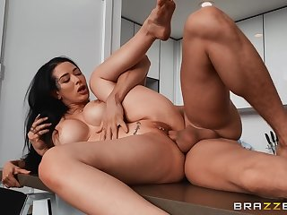 Thick woman with fat ass, insane kitchen hardcore sex