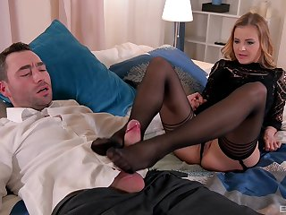 Real pleasures for mommy in scenes of foot fetish XXX